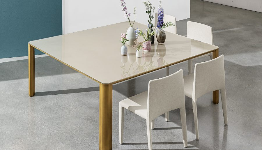SOVET : LES TABLES AU CARRÉ