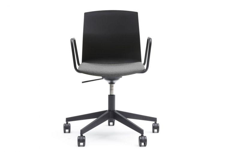 Chaise de bureau avec accoudoirs à roulettes Kabi Office - Design Jorge Pensi - AKABA